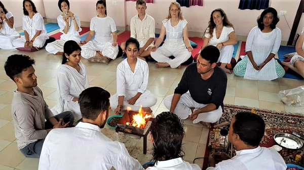 best yoga teacher training course in rishikesh india