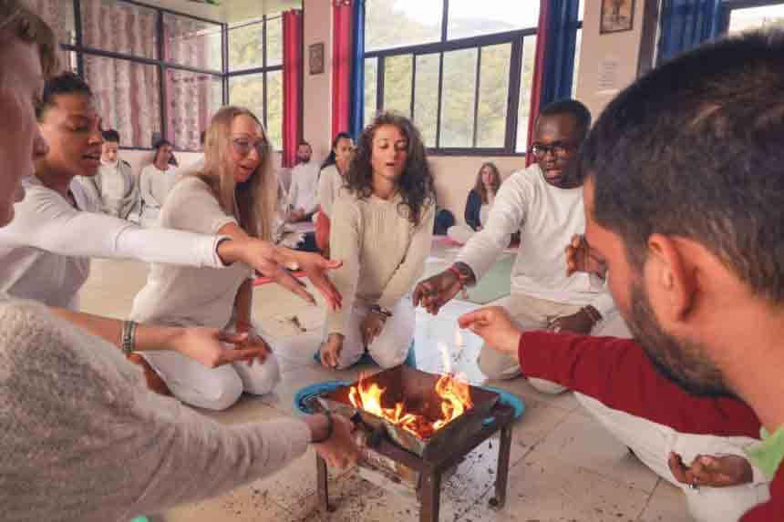 Best-200-hour-Yoga-Teacher-Training-in-Rishikesh